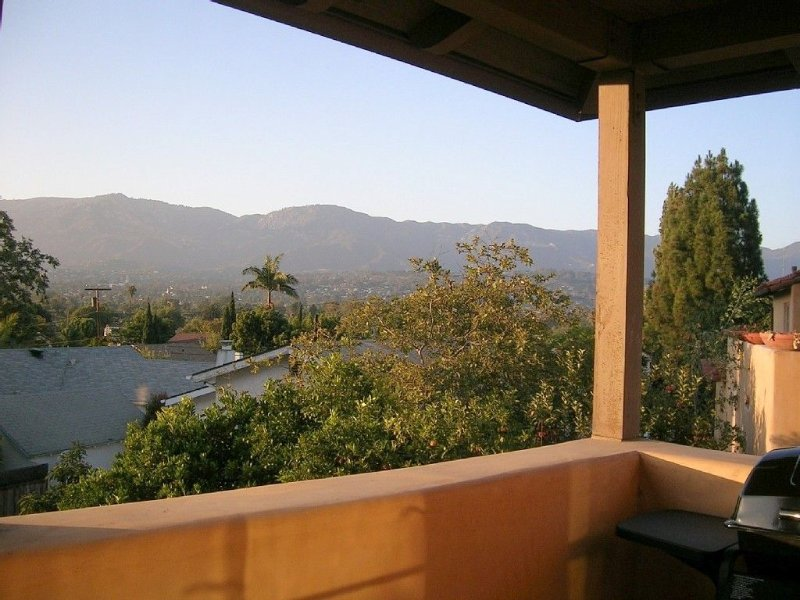 Luxurious Guest Casita with Stunning City & Mountain Views, holiday rental in Santa Barbara