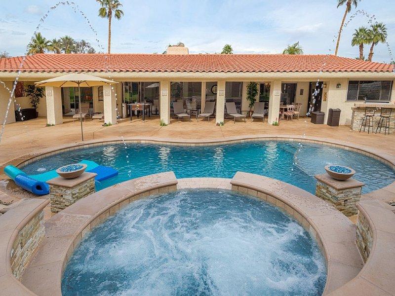 Desert Paradise Vacations - Steps to El Paseo W/ Pool, Spa, Fire Pit, Bbq, alquiler de vacaciones en Palm Desert