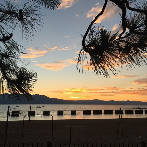 Brand New Home - Walking Distance To Skiing, Beach, Casinos & Shopping, location de vacances à South Lake Tahoe