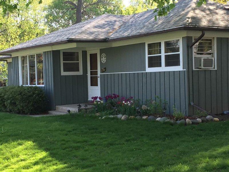 Retro Delavan Lake House, vacation rental in Elkhorn