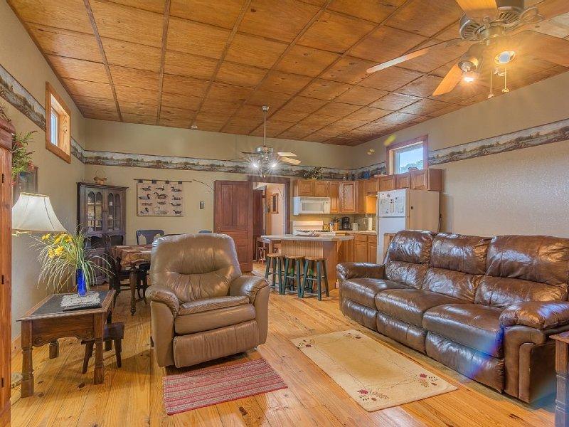Watauga River Cabins- Laurels Cabin, holiday rental in Elizabethton