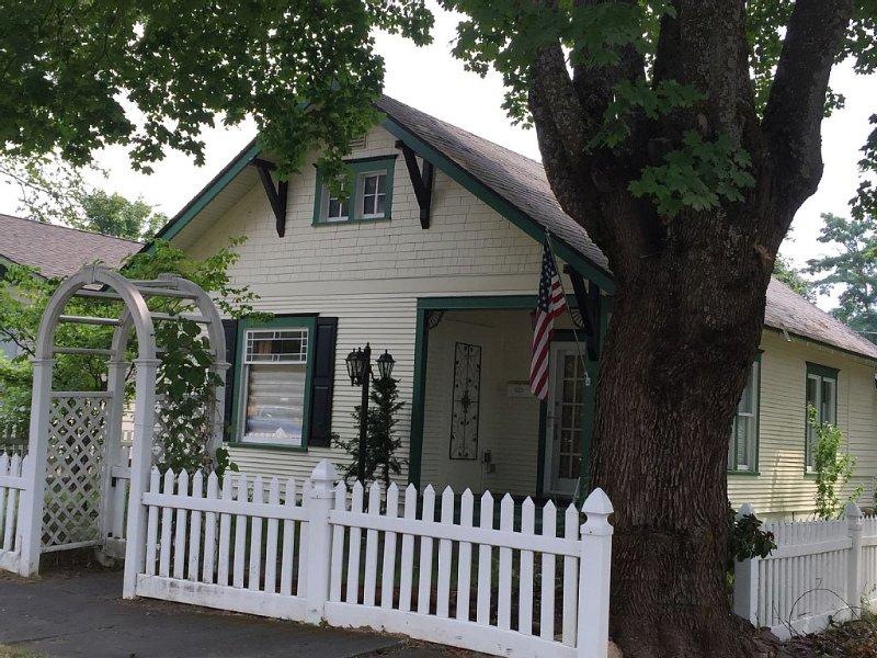 Downtown Vintage Cottage ~ Clean Comfortable Convenient, alquiler vacacional en Coeur d'Alene