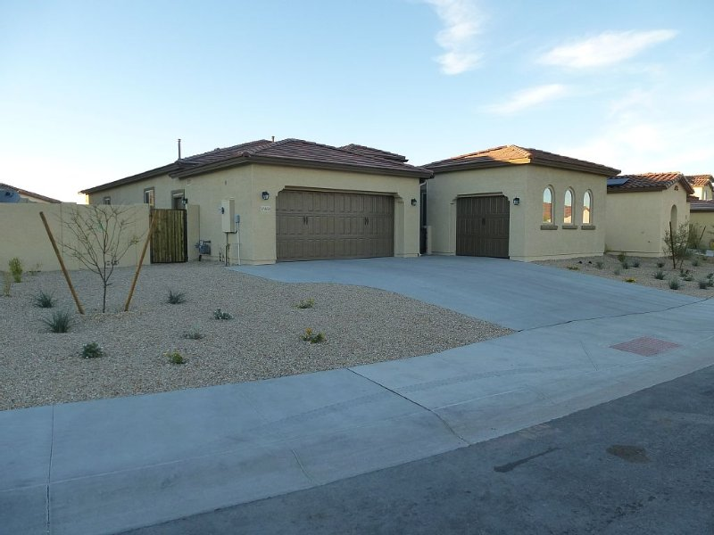 Elegant Home in Estrella Mtn Ranch, 3 bed, 2.5 bath, Near Nascar and Ballpark!, aluguéis de temporada em Goodyear