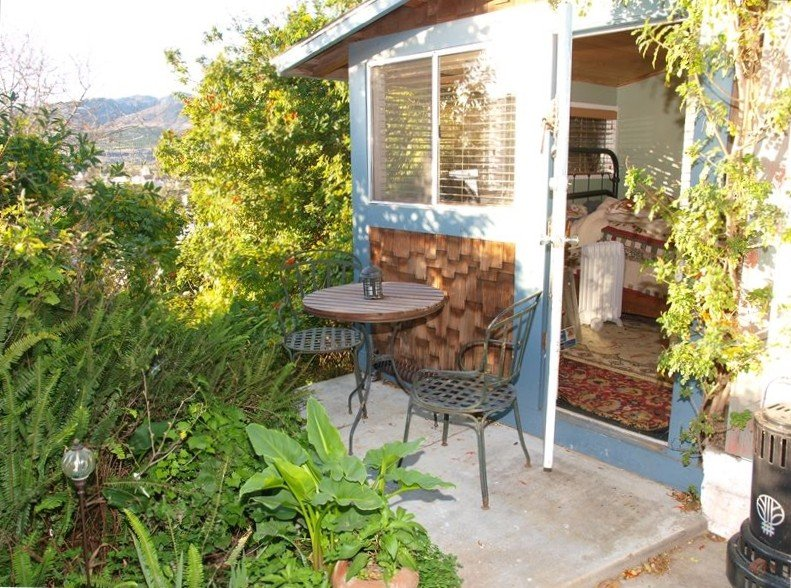 The Hummingbird Cottage, Treehouse & Garden - Ocean & Mountain Views, location de vacances à Ventura
