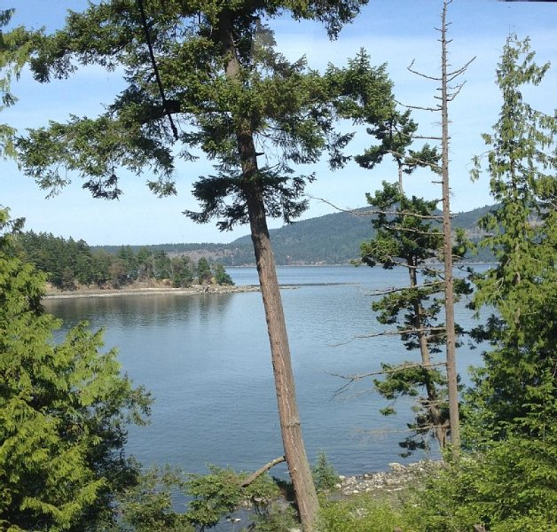 Oceanfront Home with Waterfront Access, Pender Island, holiday rental in Pender Island
