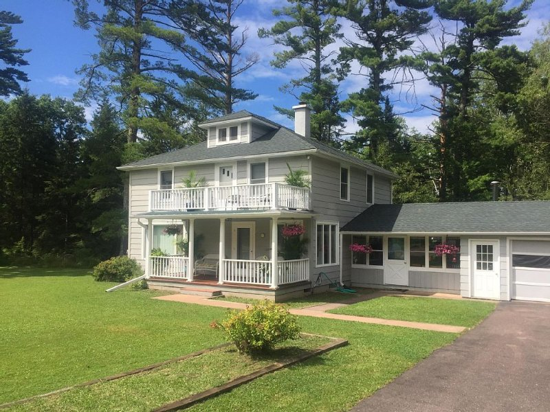 Beautiful newly renovated Island home, close to town and beaches., vacation rental in Ashland