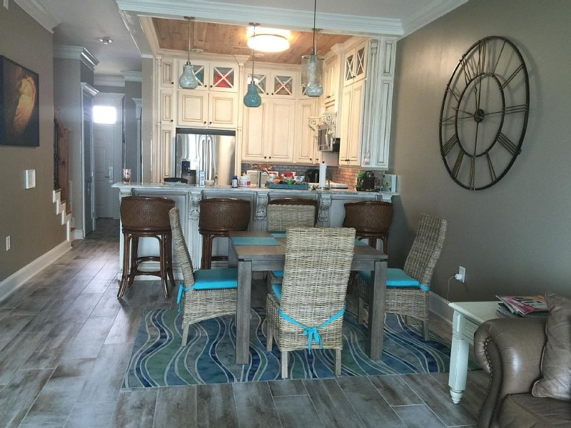 Beachfront 'sealee', Unit # 16, Relax With All The Amenities Of Home!, alquiler de vacaciones en Panama City Beach