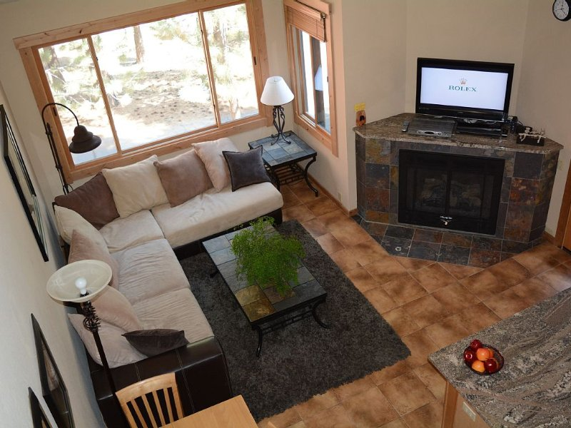 IN & OUT SKIING - Top Floor Ski Trail Condo( Quite End Unit) & Resort Amenities, vacation rental in Truckee
