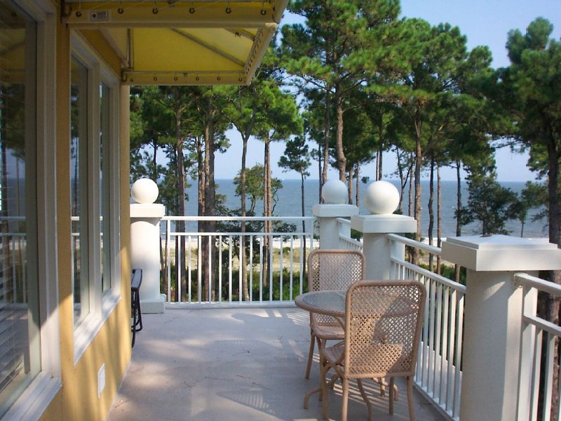 Beachfront Penthouse with direct beach access, alquiler de vacaciones en Daufuskie Island