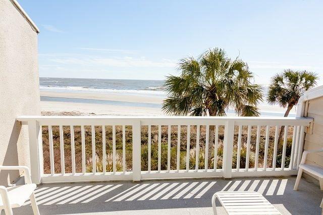 Beach Club Villa 33 - Oceanfront Condo w/ Wild Dunes Amenities!, vacation rental in Isle of Palms