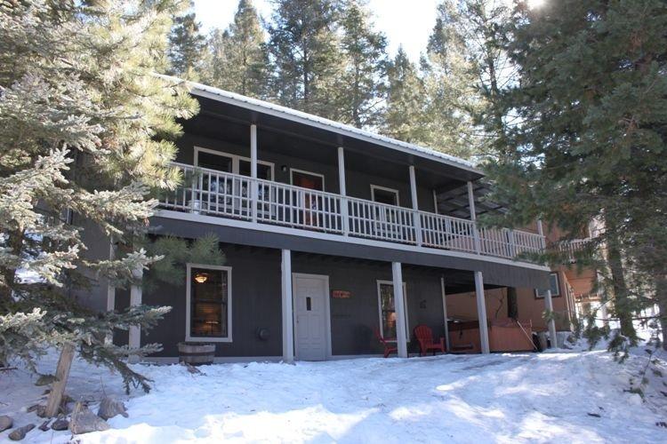 Aspen Lodge - Lovely Cabin with Hot Tub, location de vacances à Cloudcroft
