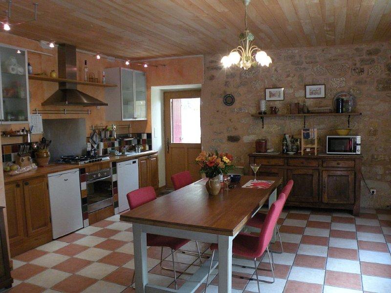 Cozy Medieval Village House in Domme, Dordogne, alquiler vacacional en Domme