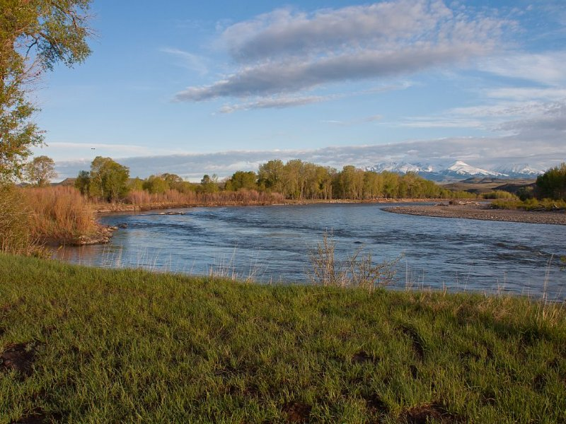 Taking bookings for summer & fall!Yellowstone Rvr &pond,abt 60 acres 4br2ba home, location de vacances à McLeod