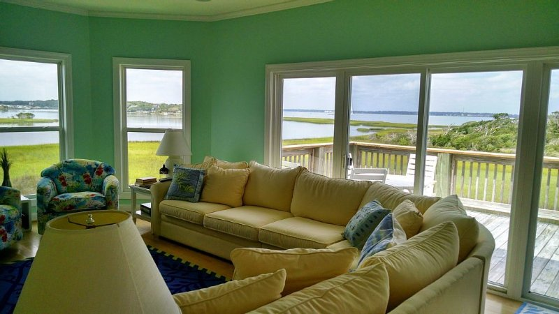 Luxurious 5 Bedrm Sound Front Home; Dream Vacation: Home Away from Home!  slps12, vacation rental in Atlantic Beach