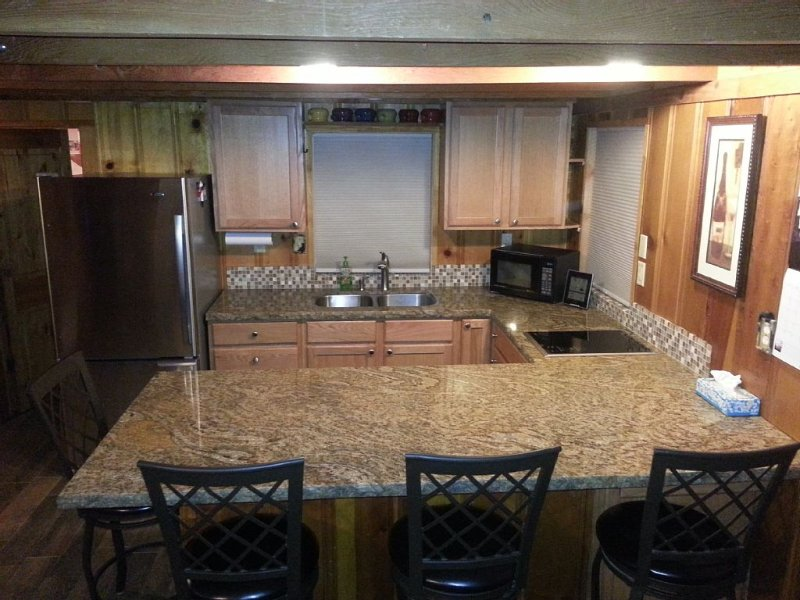 Bearstone Cabin Adorable Awesome Updated Great Location South Lake Tahoe Ca., holiday rental in South Lake Tahoe
