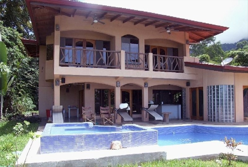 Ojochal Home with Pool/Ocean View/Private Jungle Trail & River on 12 acres. – semesterbostad i Platanares