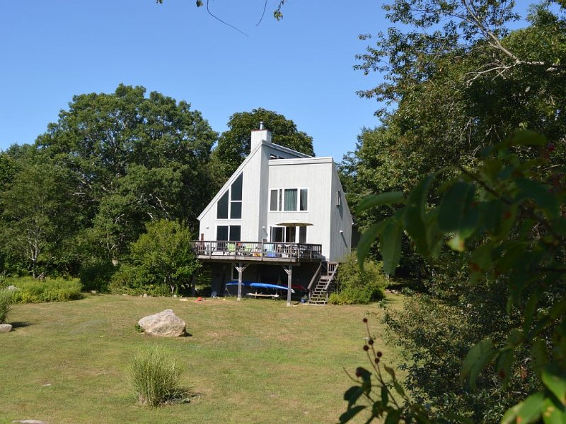 Sunny Scandinavian House on Wamphassuc Pt. Harbor view. Short walk to the beach – semesterbostad i Mystic Country