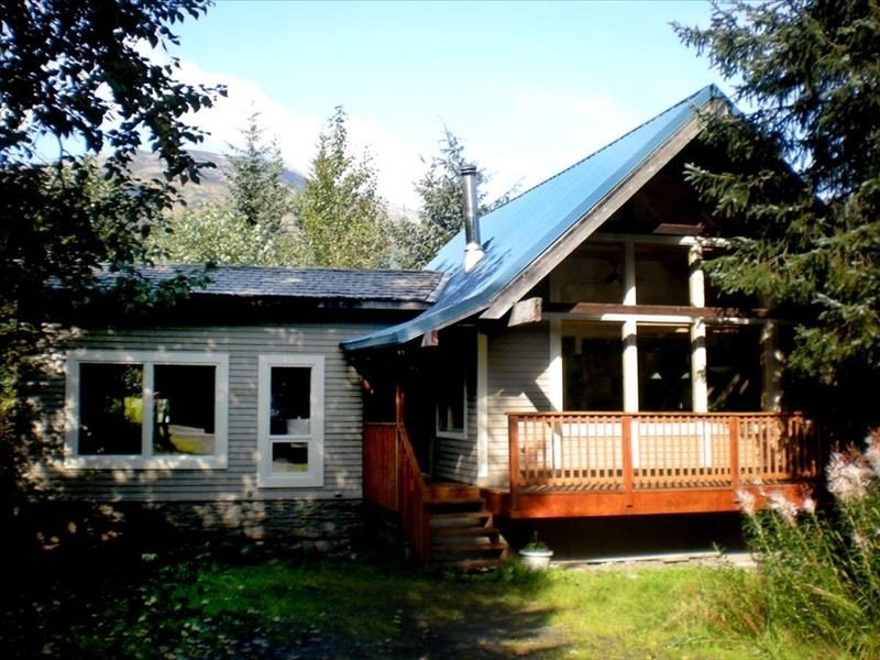 Awesome Fully Furnished Ski Chalet for 6 is Close to Slopes!, alquiler de vacaciones en Girdwood