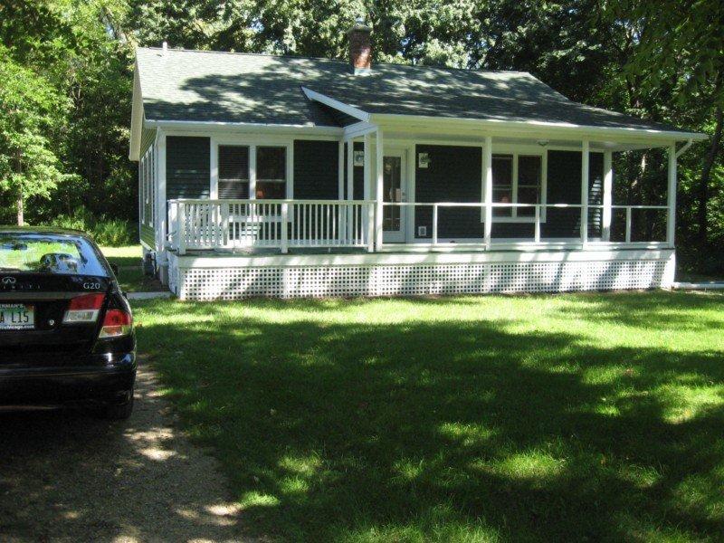 John's Beachside Cottage -- Short Walk To Terrific Lake Michigan Beach, alquiler de vacaciones en Watervliet