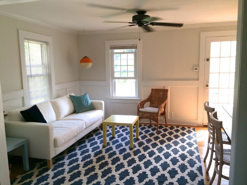 Bay Beach 3bd Cottage. Walk To Beach And Jitney!, alquiler de vacaciones en North Fork