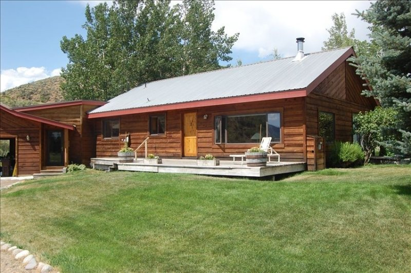 Peaceful Retreat Minutes from Skiing. Views, Spacious,Trails, vacation rental in Hailey