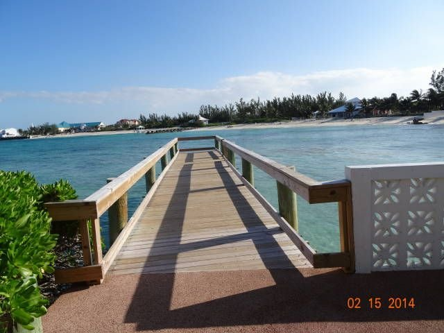 Cable Beach Beachfront Townhouse in Gated Community, vacation rental in Nassau