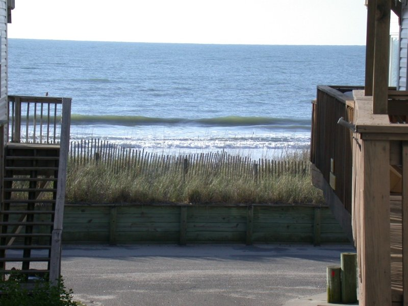 Ocean view! Just 77 Steps To The Beach! FREE Seasonal Water Park & Beach Chairs, holiday rental in Myrtle Beach