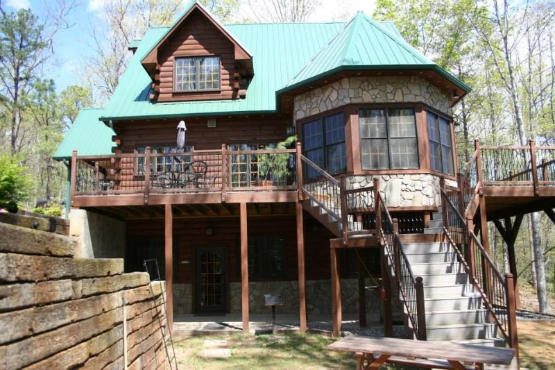 Bearadise Inn: Luxury cabin located between Cherokee and Bryson City, holiday rental in Whittier