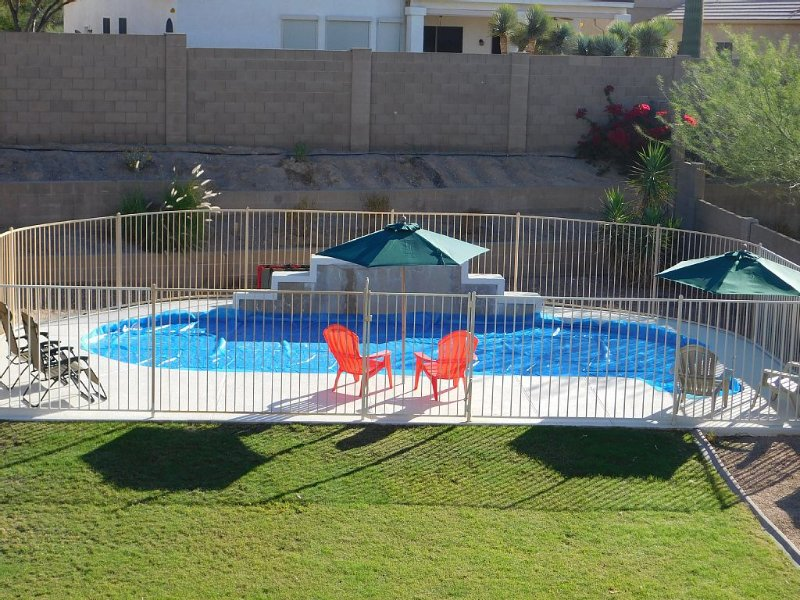 Classy and Comfortable, Gated 4-Bdrm Home, Heated Pool Family-Friendly, alquiler de vacaciones en Mesa