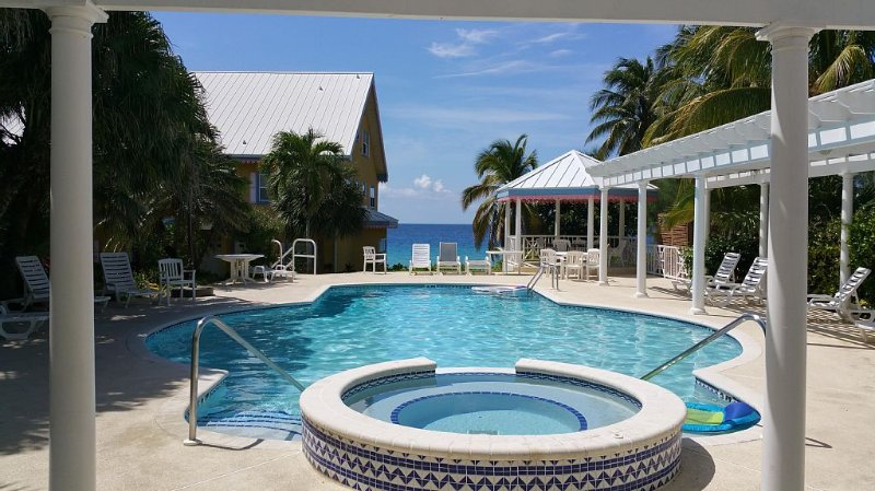 Beautiful 3 Story Divers Vacation Paradise!!!, holiday rental in West Bay