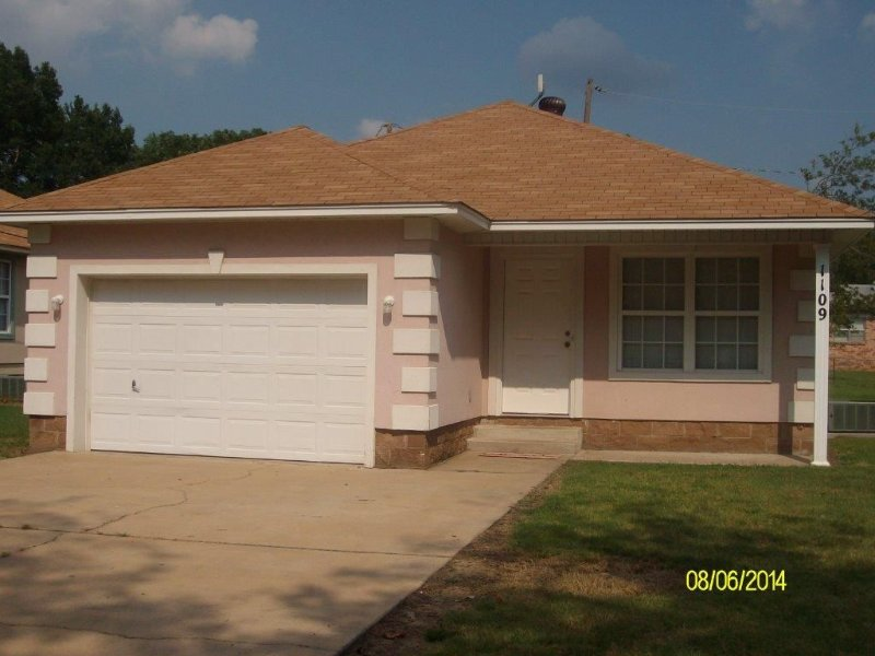 1109 S. Boston Pl 3 bedroom, 2 bath house, holiday rental in Russellville
