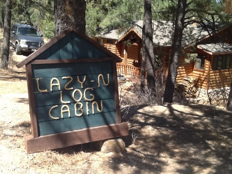PEACEFUL, EASY FEELING *LAZY N LOG CABIN ... APRIL& EARLY MAY DISCOUNTS, vacation rental in Ruidoso