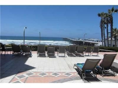 See the Sea Beach Condo-Overlooks Crystal Pier, sand and surf; $*******/night, vacation rental in San Diego