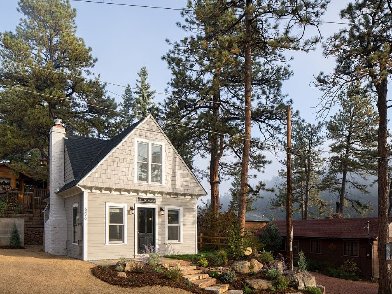 Holiday House - Modern Mountain Escape, holiday rental in Green Mountain Falls