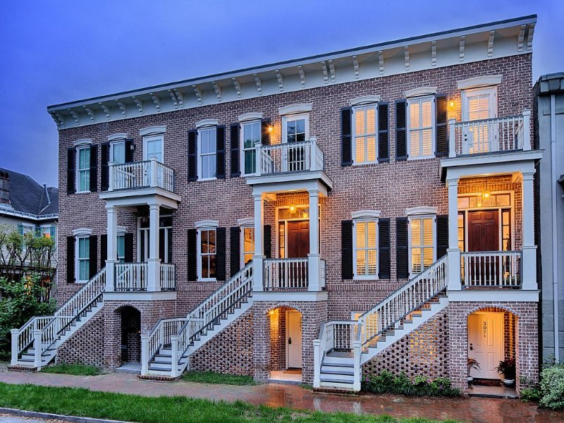Amazing Modern Home in the Heart of Landmark District. Steps to Forsyth Park!, holiday rental in Savannah