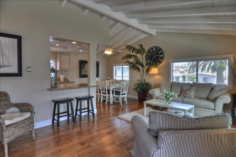1 Block to Beach & CDM Village,  Air/C, Garage & BBQ, holiday rental in Newport Beach