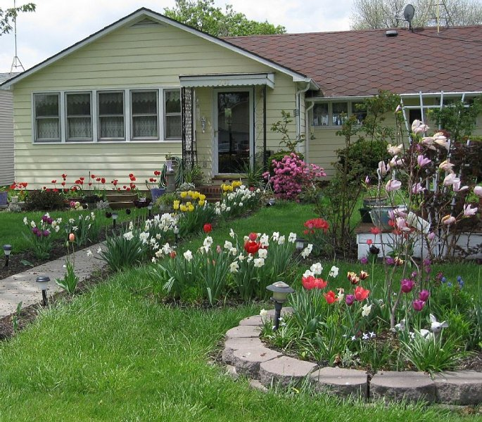 Quaint Country-Style Cottage On Seneca Lake, holiday rental in Geneva