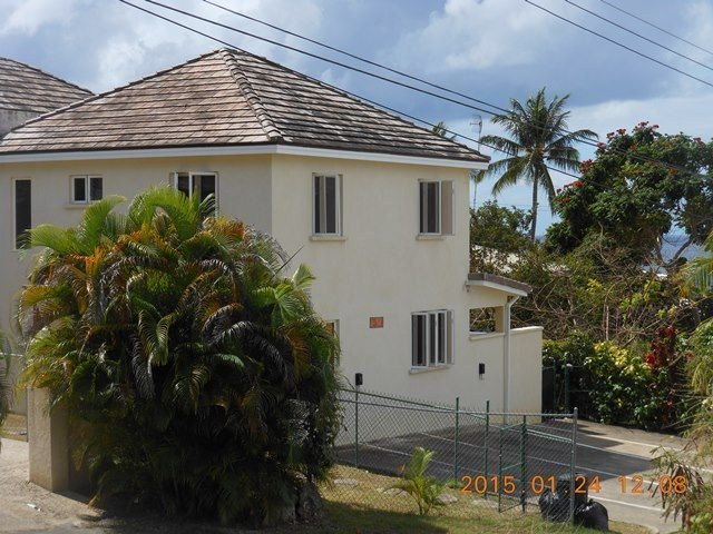 2 Bedroom, 2 1/2 Bathroom Luxury Villa with Plunge Pool, holiday rental in Fitts