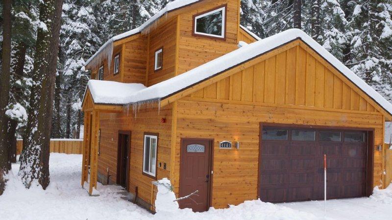 Lake Tahoe W. Shore Cabin, Tahoe Pines/Homewood, Sleeps 8-10, Hottub, Wifi, Cabl, location de vacances à Homewood