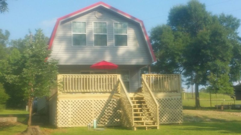 Perfect 'WATERFRONT' Get Away To Create Wonderful Memories on Lake Sam Rayburn, casa vacanza a Bronson