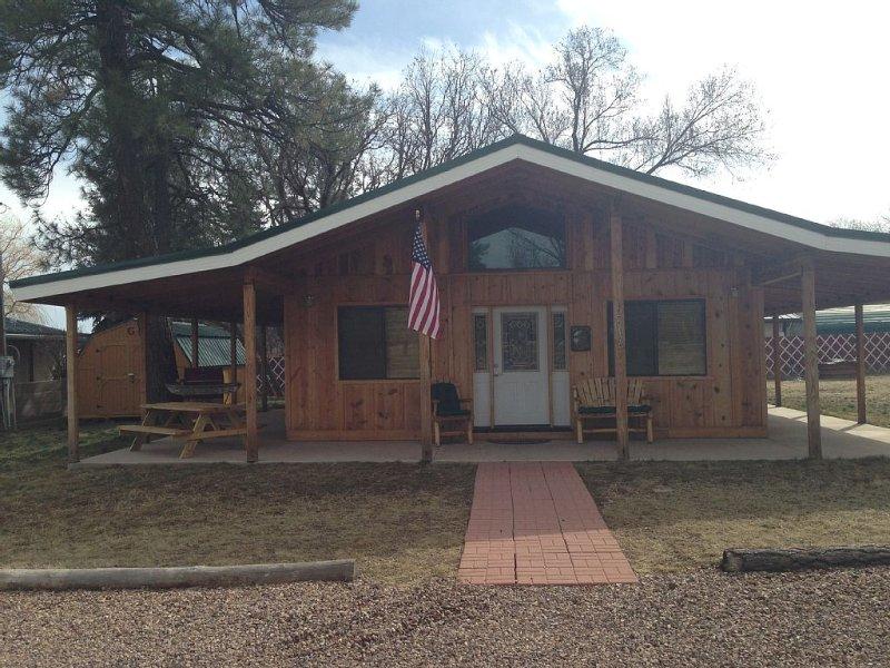 Weekday special ending soon - $99 Mon thru Thur - Pet Friendly Cabin, location de vacances à Pinetop-Lakeside