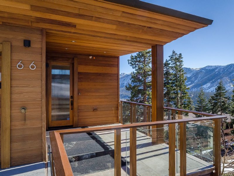 Best* rated- Amazing Luxury Home with Stunning Views! Ski in/out onto Bridges, holiday rental in Mammoth Lakes