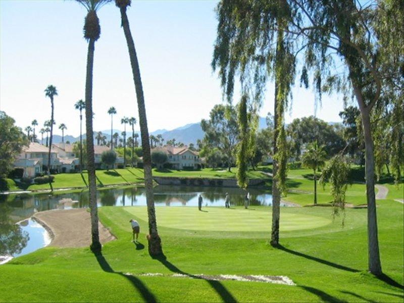 #1 View at Desert Falls inside and out!, alquiler de vacaciones en Palm Desert