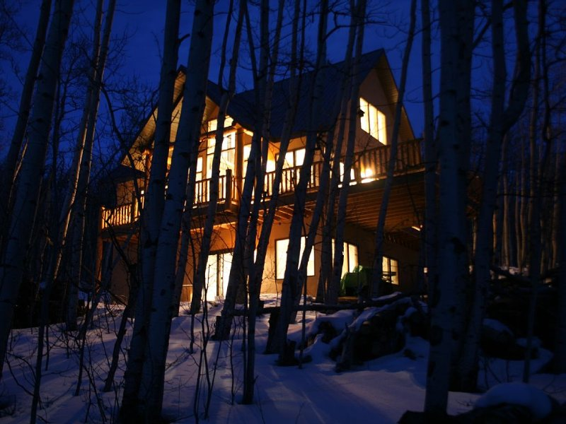 A wintry evening at the Aspen Tree House