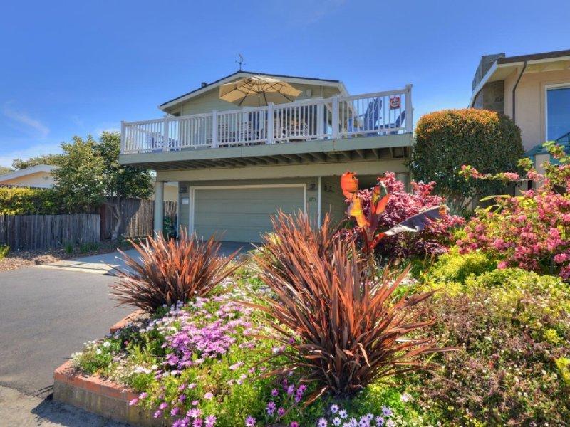 Oceanview/Walk to Beach/Hot Tub/Fireplace/90 Five Star Reviews/Large Deck, Ferienwohnung in Santa Cruz