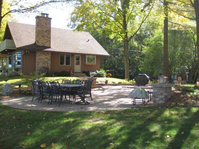 Private and Secluded Autumn on the Lake, holiday rental in Janesville
