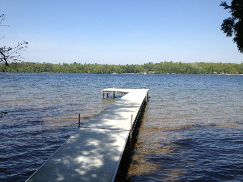Bass Lk~Sand Beach~1.68Wooded Acres~Sleeps 6-8~1.5 Bath, vacation rental in Eagle River