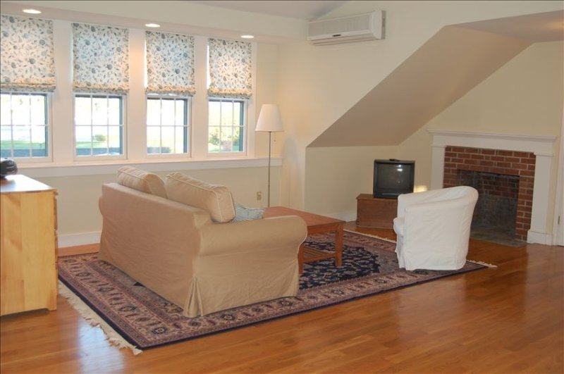 Stunning Studio with Harbor Views - Downtown Historic District, vacation rental in Bristol