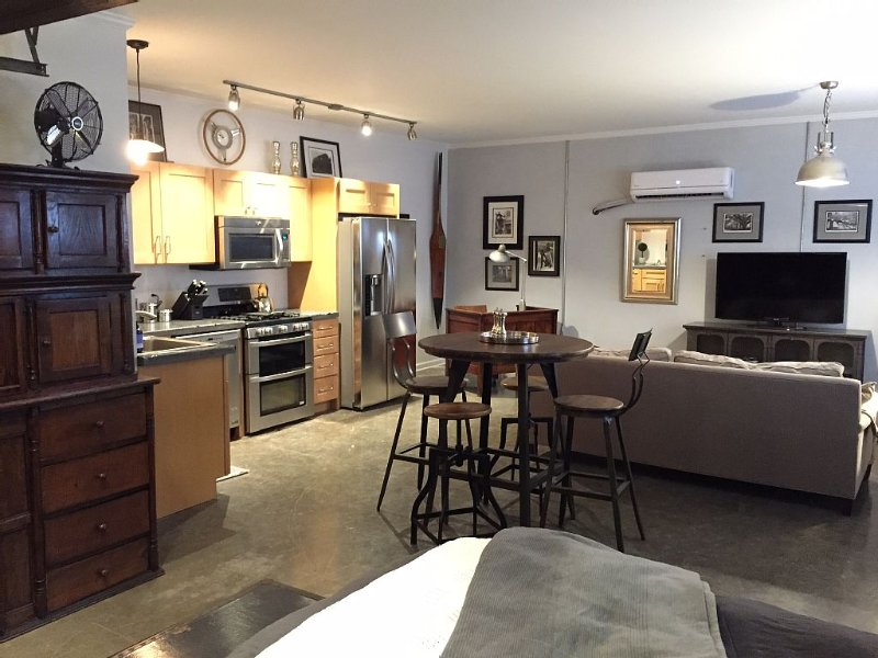 'Breads On Oak' Studio: Upscale, Next to Bakery,, vacation rental in Kenner