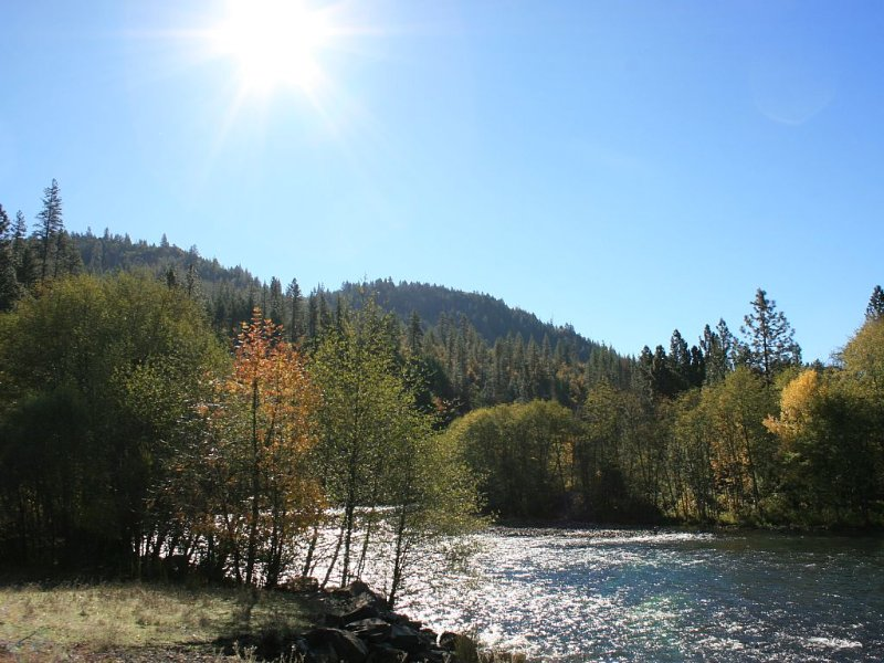 Rogue River Escape - 19 Acres on the Rogue River, holiday rental in Prospect